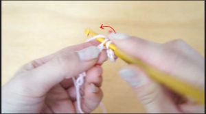 埼玉県所沢市のかぎ針編み教室pomponnerが細編みの糸の巻きつけ方を教える画像