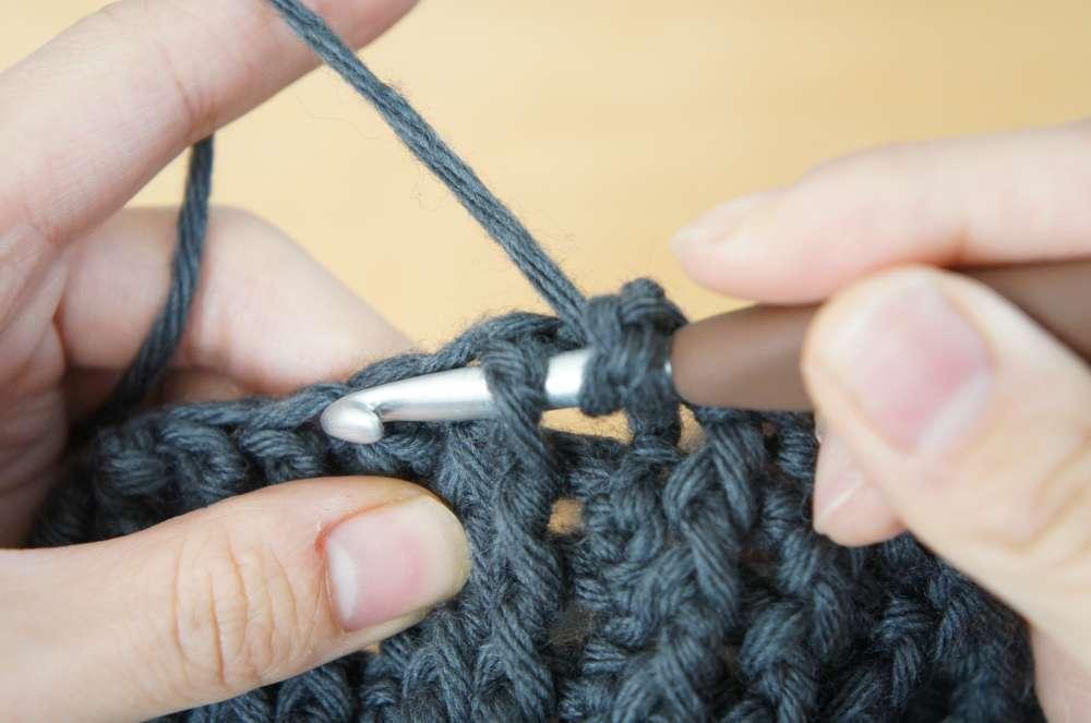 かぎ針を使って編むゴム編みの編み方の説明