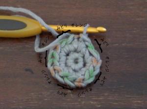埼玉県所沢市のかぎ針編み教室pomponnerが星の編み方の2段目を説明している様子