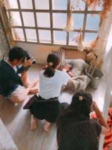 埼玉県所沢市の編み物教室pomponnerが新生児の記念写真を撮った様子の画像