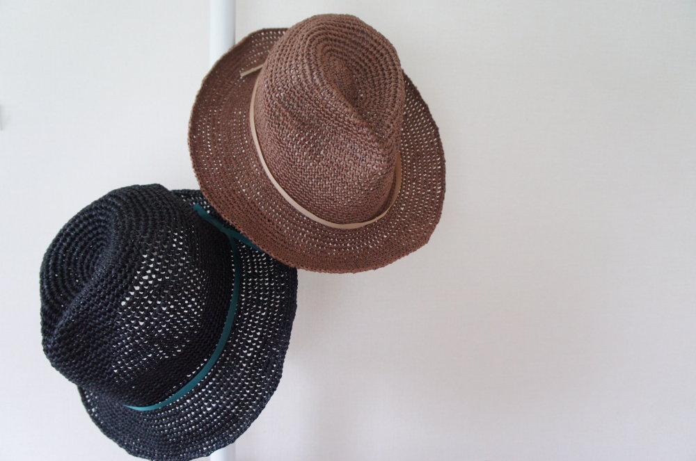 埼玉県所沢市の編み物教室pomponnerが毛糸ピエロのアミアンを使って編んだ麦わら帽子の中折れハット