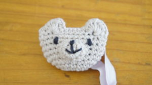 編み物教室pomponnerが編んだクマのマスコットの画像