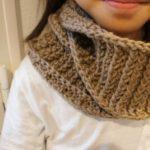 かぎ針編みで編むゴム編みのスヌードの画像