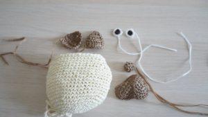 細編みだけで作るパグのポシェットのパーツ