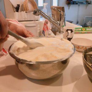 ふるふるチーズケーキを作っています。ケーキの生地が出来上がった様子です。