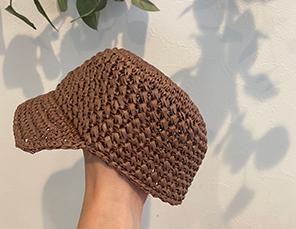 麦わら帽子の模様編みキャップの画像